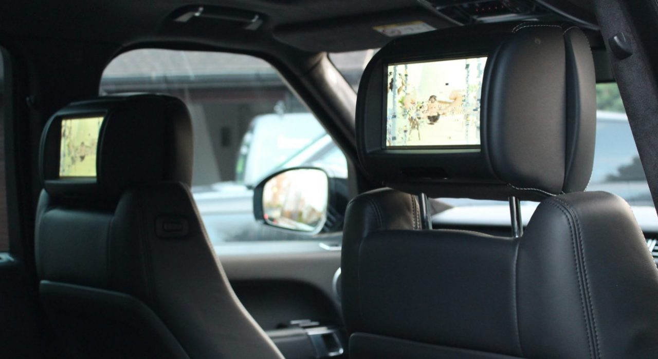 Range Rover SE interior tv